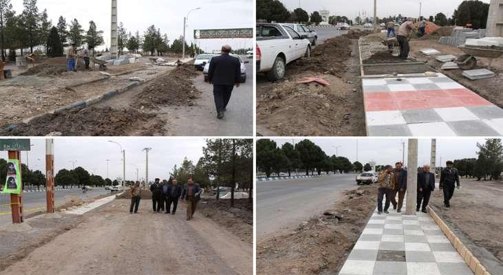 بازدید شهردار زرند از زیباسازی ورودی شهر (میدان امام خمینی)