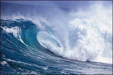 افزایش ارتفاع امواج خلیج فارس به ۲.۵ متر/ فعالیتهای شیلاتی و عملیات دریایی متوقف شود