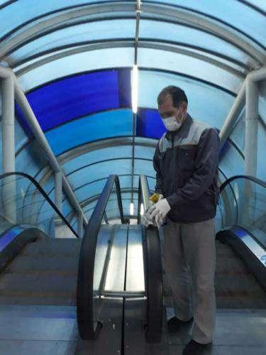 ضدعفونی و گند زدایی آسانسورها و پله برقی های تمامی پل های عابر پیاده