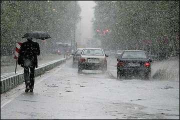 اتمام بارشها در اکثر نقاط کشور/ ادامه بارشها در خراسان رضوی/ تهران رکود بارش ۲۴ ساعته را شکست/ لرستان، درگیر سیل/ سامانه بارشی در حال خروج از کشور/ تهران فقط تا ظهر بارانی است