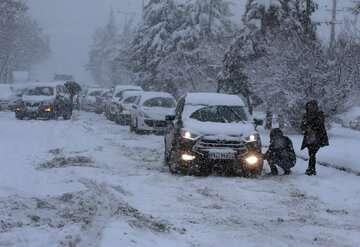 برف و کولاک تردد در محورهای مازندران را کند کرد