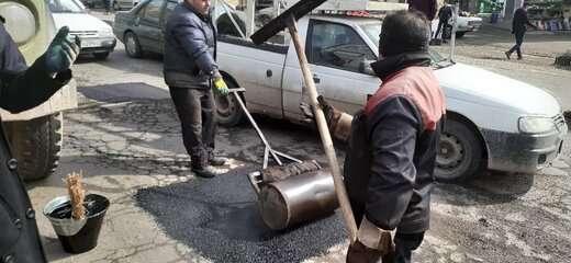 اجرای عملیات ترمیم و لکهگیری آسفالت معابر خیابان ایدهلو