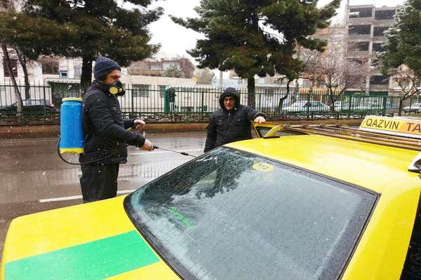ضد عفونی کردن تاکسی های ناوگان سازمان تاکسیرانی به صورت روزانه انجام می شود