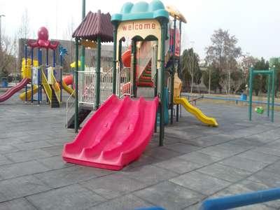 بازسازی و نوسازی وسایل بازی در دو بوستان شهر انجام شد