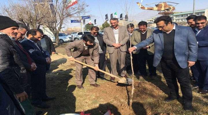 غرس ۵۰۰۰ اصله نهال در شهرستان آبیک