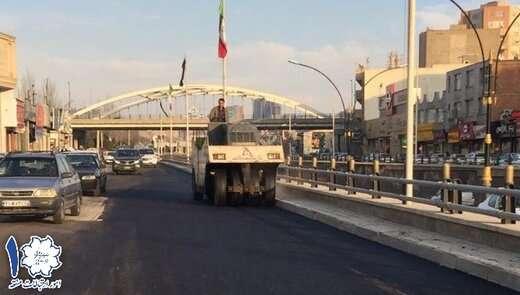 عملیات آسفالت زیره لاین تندرو باند کنار گذر هتل مرمر
