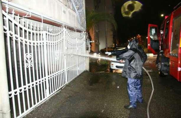 استمرار گند زدایی و پاکسازی شهر از ویروس کرونا توسط آتش نشانان و تیم شهرداری رشت /آتش نشانی رشت