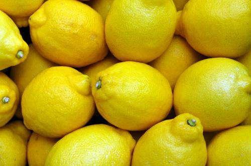 توزیع لیمو ترش با قیمت مصوب در بازارهای میوه و تره بار شهرداری مشهد
