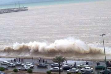 بشنوید | وزش باد شدید و متلاطم شدن دریا در منطقه خزر/ اجتناب از تردد شناورهای تفریحی و فعالیت شیلاتی و دریایی