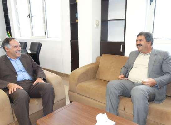 دیدار اعضای شورای اسلامی شهر با سرپرست معاونت هماهنگی امور اقتصادی و توسعه منابع استانداری کردستان