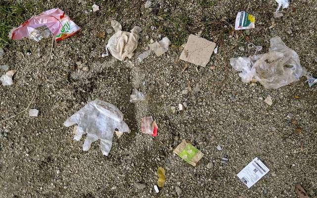 رهاسازی ماسک، دستمال الکلی و دستکش ها در سطح شهر تهدید زیست محیطی است