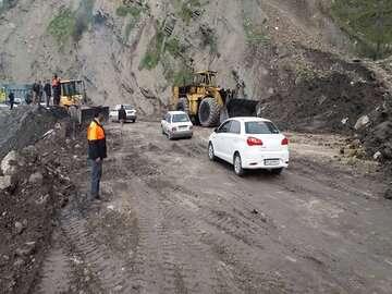 هشدار راهداری در باره خطر ریزش کوه در منطقه پارسی سوادکوه
