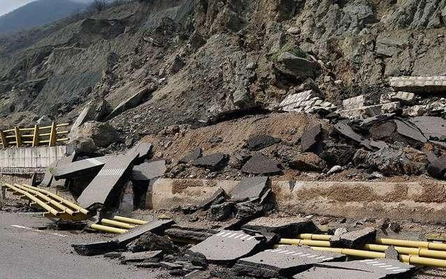 قطعه ۴ آزادراه تهران-شمال به دلیل ریزش کوه مسدود شده است