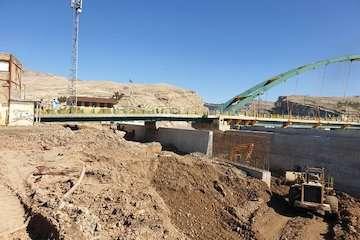 دیوارسازی پل رودخانه کشکان در شهر پلدختر با ۹۰ میلیاردتومان سرمایه/ مقاومت دیوارههای احداث شده در سیل دیماه