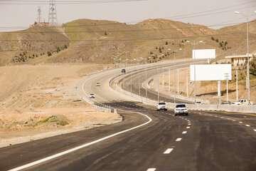 آزادراه همت - کرج زیر بار ترافیک رفت