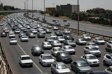 ترافیک آزادراه تهران  قم نیمه سنگین است