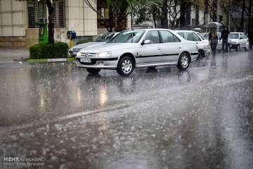 یکشنبه ایران بارانی است/ ادامه بارشها در استان گلستان و خراسان رضوی/ بارش برف در مناطق غربی کشور/ پیش بینی بارشهای بالای ۴۰ میلی متر در برخی استانها/ بارش بارانهای حجیم در استانهای شرقی از روز دوشنبه