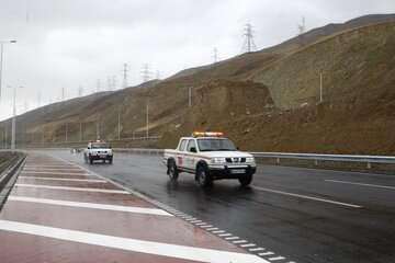 جادههای اصلی جنوب کرمان با وجود ریزش باران باز است