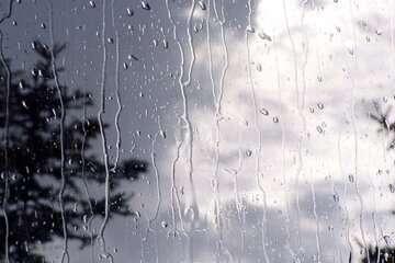 بارش باران جادههای استان تهران را لغزنده کرد