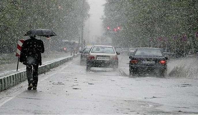 بارش تگرگ همراه با وزش بادهای شدید در اغلب نقاط کشور/ هوای تهران سرد میشود