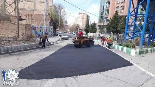 اجرای لکه گیری و آسفالت ریزی در مسیر ورودی دمشقیه ضلع شمالی به فارابی