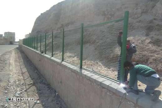 عملیات تکمیل دیوار حائل مقابل تپه های ساری زمی با انجام نرده گذاری