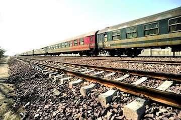 رفع خطر سیلاب در ۳ فرودگاه گرگان، ایلام و خرمآباد بررسی میشود/ رایزنی با راهآهن برای رفع مخاطرات فرونشست در خطآهن تهران- مشهد در ایستگاه ابردژ