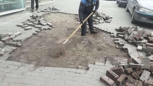 ترمیم سنگفرش های تخریب شده در راسته کوچه