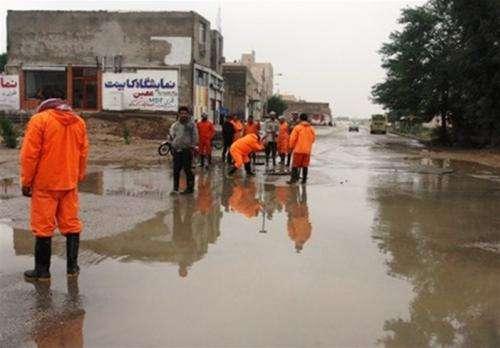 تلاش شبانه روزی نیروهای کارگری از عصر روز گذشته / به دلیل شدت بارش ها  ...