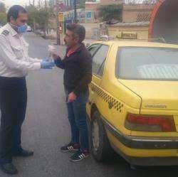 توزیع دستکش و ماسک بین رانندگان تاکسی درون شهری