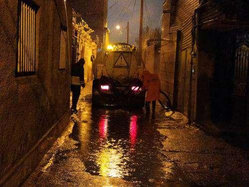 با توجه به شدت بارشها در شب گذشته، برخی از نقاط سطح شهر دچار تجمع آب  ...