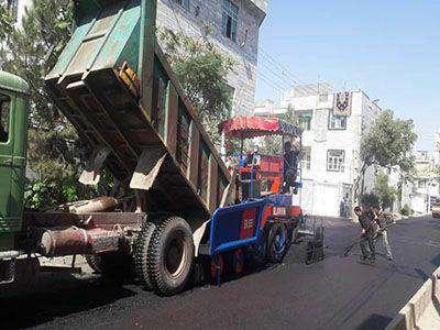 عملیات روکش مکانیکی و دستی آسفالت در سطح منطقه سه شهر قزوین