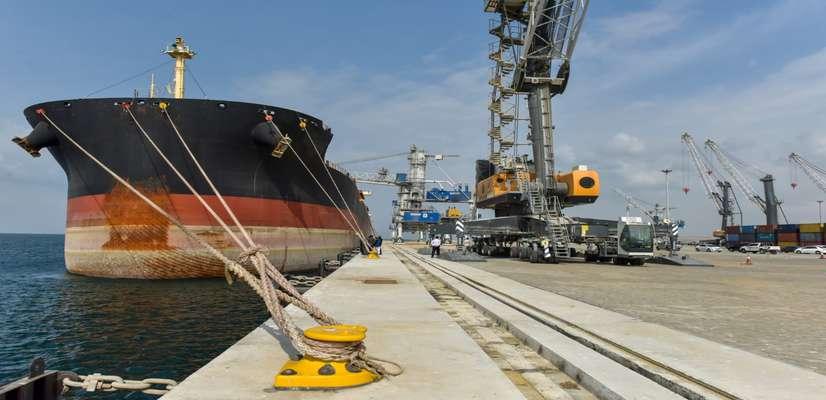 ورود همزمان ۷ فروند کشتی کالای اساسی به بندر شهید بهشتی چابهار