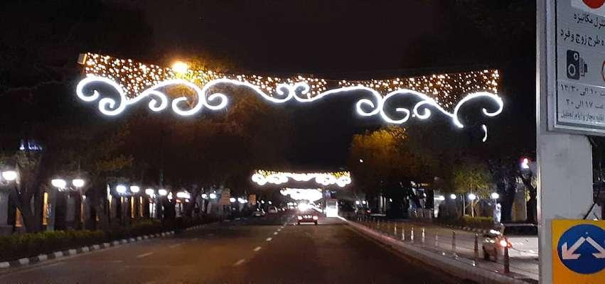 اصلاح و ترمیم سیستم نورپردازی در محورهای تاریخی شهر