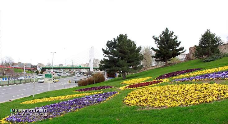 کاشت گل های نشایی در پارک نیکوی رجائی شهر