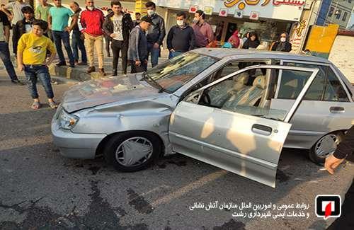 مصدومیت بانوی جوان در پی واژگونی خودروی سواری در مسکن مهر رشت /آتش نشانی رشت
