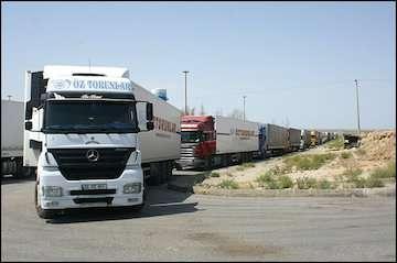 جزئیات تازه از توقف ۷۴۰ کامیون پشت مرز میرجاوه/تعداد کامیونهای متوقف کاهش یافت/ حق توقف راننده ها پرداخت می شود