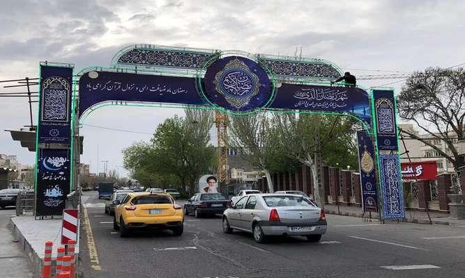 نصب طاق نصرت به مناسبت ماه مبارک رمضان در منطقه ۵ تبریز