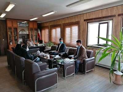 نشست مشترک مدیر کل محیط زیست استان همدان با فعالان حوزه محیط زیست استان به مناسبت روز زمین پاک