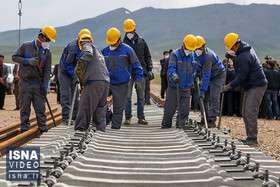 ویدئو/ آغاز عملیات ریلگذاری خط آهن سراسری در کردستان