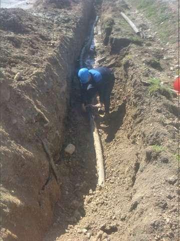 افت فشار آب شرب روستاي هولاسو با رفع شكستگي و اصلاح 135 متر از شبكه خط انتقال آب مرتفع شد