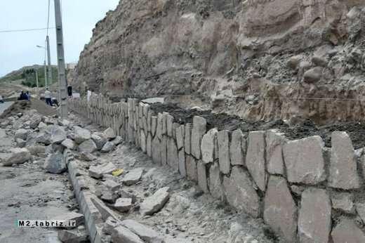 تسریع عملیات احداث دیوار حائل سنگی کوی نیکان ولیعصرجنوبی