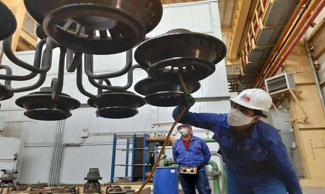 تعمیرات اساسی واحدGT 17   نیروگاه شهید سلیمانی کرمان در این روزهای کرونایی  بی وقفه ادامه دارد