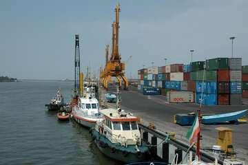 ۲۵ کشتی در حال تخلیه ۵۸۹ هزار تن کالای اساسی در بنادر هستند