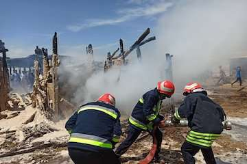 اطفای ۲ حریق در راستای تعامل شهر و بندر چابهار/ ۱۴ هزار لیتر آب برای مهار آتش استفاده شد