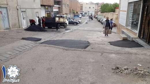اجرای ۱۰ تن آسفالت ریزی در عملیات لکه گیری مسیر احمد آباد و گلکار