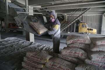 توزیع ۶۸۰ هزار تن سیمان رایگان برای بازسازی مناطق آسیب دیده از سیل و زلزله