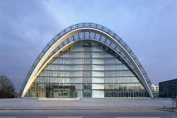 هادی تهرانی؛ الگوی معماری ایرانی در آلمان