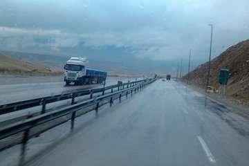 بشنوید| ترافیک سنگین در محور کرج-چالوس/ ترافیک نیمهسنگین در آزادراه کرج-قزوین