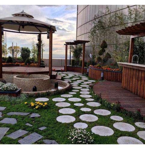 مشاوره و تشویق شهروندان به ساخت باغ بام در مشهد ضروری است